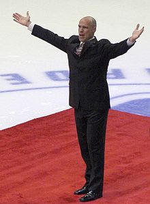 Mark Messier honoured at Madison Square Gardens in New York City. Image Courtesy of Wikipedia Commons.