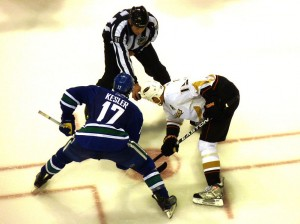 Canucks Kesler and Ducks Getzlaf line up for face off. Image courtesy of Wikimedia Commons.